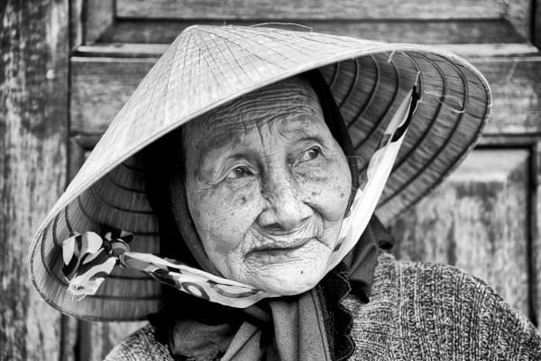 Wise-Woman-in-Conical-Hat-Looking-Away-in-Black-and-White-Hoi-An-Vietnam-Copyright-2014-Ralph-Velasco-600x400